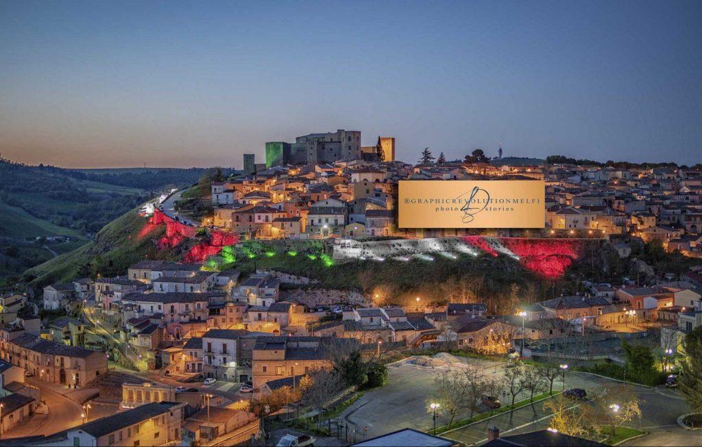 Oggi, 7 Gennaio, è la Festa del Tricolore: esponi la bandiera e scatta una foto!