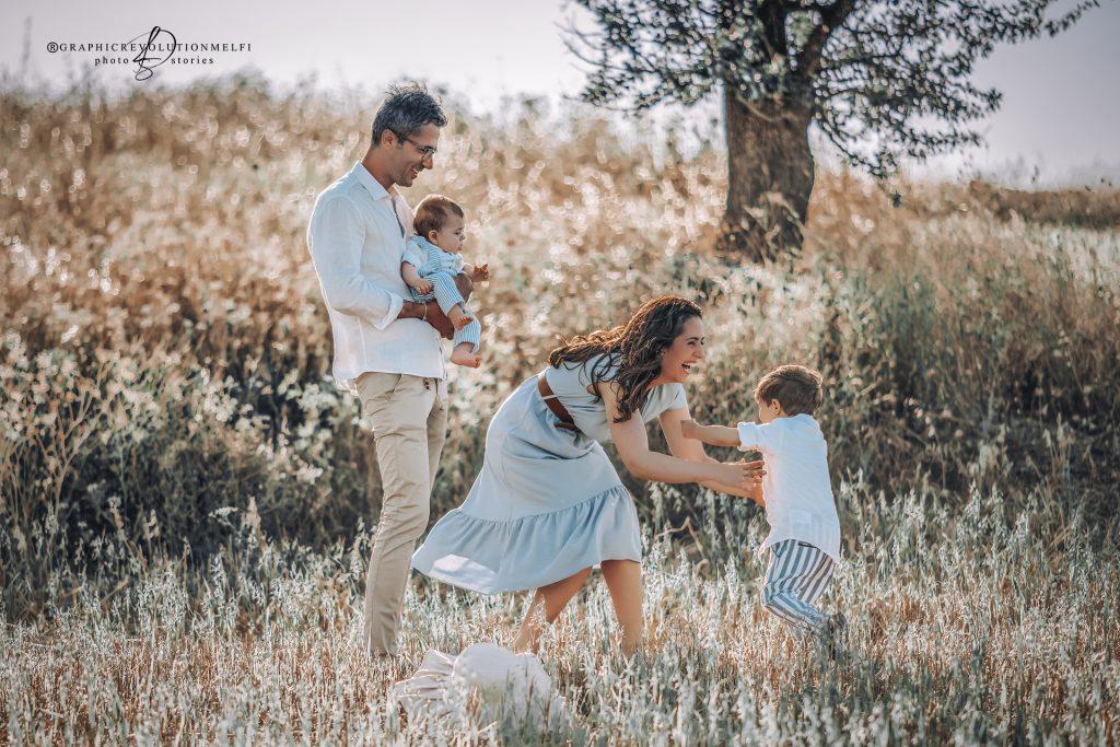 Fotografie di famiglia tra campi di grano in Basilicata | Michele & Vincenzo