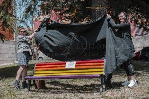17 Maggio, Giornata internazionale contro l'omofobia: a Melfi una panchina arcobaleno…